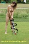 Y15.-Humour-Sportive-Golfeuse-Nue-.jpg