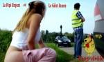AI24.-Politique-Cette-Femme-Fait-Pipi-au-Bord-de-La-Route-.jpg